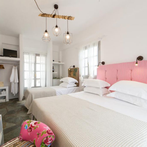 Pink Room - Evi Rooms to Let in Alyki | Paros | Cyclades | Greece.