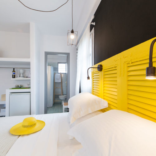 Yellow Room - Evi Rooms to Let in Alyki | Paros | Cyclades | Greece.